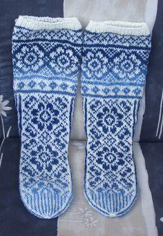 Garnstudion Irish Dream -sukat Suomi-väreissä.