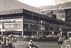 Centro Comercial Los Ruices, Caracas año 80...ahi quedaba el central madeirense, la barberia, la libreria y radio capital...esta foto es anterior al elevado