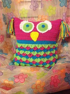 Crochet owl pillow. Cojin de búho tejido