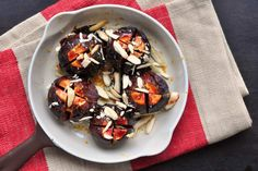 Oven-baked fresh figs with almonds and orange juice