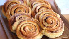 Det finnes bare én måte å feire kanelbollens dag på: Med nybakt kanelbakst. No Bake Desserts, Just Desserts, Norwegian Food, Norwegian Recipes, Pan Dulce, Dessert Drinks, Food Menu, Bread Baking, Baking Recipes