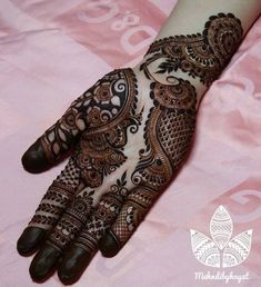 Mehndi design makes hand beautiful and fabulous. Here, you will see awesome and Simple Mehndi Designs For Hands. Khafif Mehndi Design, Henna Art Designs, Mehndi Designs For Girls, Mehndi Designs For Beginners, Modern Mehndi Designs, Dulhan Mehndi Designs, Mehndi Design Pictures, Wedding Mehndi Designs, Mehndi Designs For Fingers