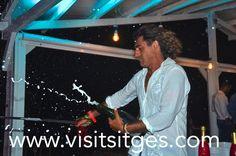 Hola Beach Club. Inauguración. http://www.visitsitges.com/es/sitges-news/1562-hola-club-sitges-el-paraiso-sobre-la-playa-de-sitges