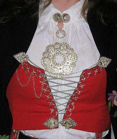 Alt av sølv til Vest - Agder bunader! Folk Costume, Costumes, Kristiansand, Swedish Style, Norway, Vest, Tank Tops, Folklore, Lady