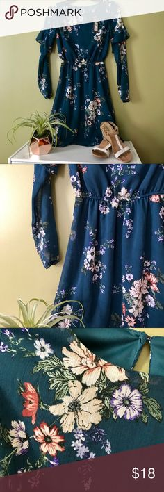 NWT Beautiful Teal Flowery Dress 🌸 Colors in photos are accurate. Gorgeous dress lined from top to bottom, except for arms. Arms have a cute ruffle. BRAND NEW!!! This is a steal!  USA size 0 - UK size 4 - EUROPE size 32  Actually from PRIMARK! Forever 21 Dresses