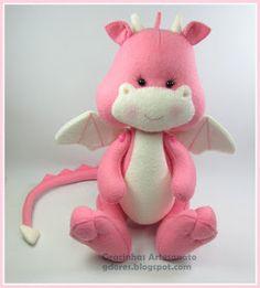 Olá, boa noite  Sejam muito bem vindos!   Hoje venho apresentar-vos uma família de dragões muito ferozes!        Ops!.... Afinal não parecem...