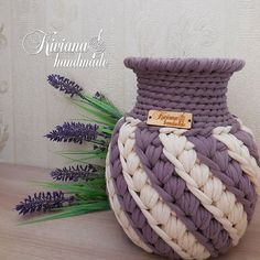 No photo description available. Crochet Bowl, Crochet Basket Pattern, Knit Basket, Crochet Motif, Crochet Yarn, Crochet Patterns, Crochet Crafts, Yarn Crafts, Yarn Projects