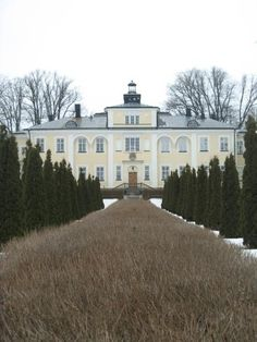 Haga Slott is a palace outside Enköping where you can have afternoon tea, treat yourself to a SPA, eat a delicious dinner, stay over in nice rooms and eat from a breakfast buffet the next morning. I stayed over there between 7 and 8 of March 2009. www.hagaslott.se