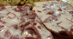 Ingredient List 1 Cucumber, diced 1 C Cherry Tomatoes, diced 3 Slices… Creamed Chipped Beef, Creamed Beef, Bacon Gravy, Beef Recipes, Cooking Recipes, Brunch Recipes, Brunch Food, Cucumber Salad, Creamed Mushrooms