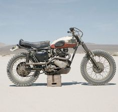 Triumph Motorcycles America Desert Sled is perfect. Crusty, dusty, and put away wet. Great shot by for spotted on Iron & Air . British Motorcycles, Vintage Motorcycles, Bsa Motorcycle, Motorcycle Garage, Desert Sled, Triumph Motorcycles, Triumph Scrambler, Triumph Motorbikes, Triumph Bonneville