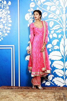 Shop from an exclusive range of luxurious wedding dresses & bridal wear by Anita Dongre. Bring home hand-embroidered wedding wear in colors inspired by nature. India Fashion, Ethnic Fashion, Asian Fashion, Women's Fashion, Indian Attire, Indian Wear, Saris, Indian Dresses, Indian Outfits