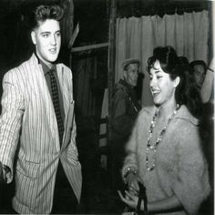 In 1959, when Elvis Presley was stationed as a soldier in Europe he dated Vera Tschechowa a few times. 1959