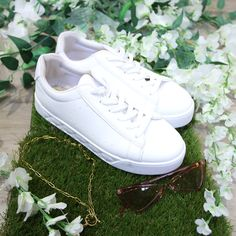 White trainers, white shoes, white basic shoes, flatlay, shoes flatlay, quilted sole trainer, white quilted sole runner, white runners Fashion Shoes, Fashion Accessories, Fashion Outfits, White Runners, Wedge Boots, White Shoes, Trainers, Luxury Fashion, Women Wear