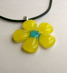 Fused Glass Flower Pendant  @jackiezinn do you think you can make this?