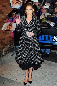 Jennifer Lopez falda midi fifties