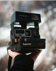 Shop vintage Polaroid cameras from the and beyond. Fully refurbished Polaroid 600 and cameras ready for a new life with you. Poloroid Camera Vintage, Polaroid Camera Film, Digital Camera Lens, Digital Cameras, Antique Cameras, Vintage Cameras, Camera Hacks, Camera Gear, Disposable Film Camera