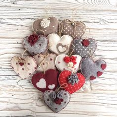 1 to 10 Handmade Felt Heart Ornaments of your choice - Kleine Geschenke Felt Christmas Ornaments, Christmas Tree Decorations, Heart Ornament, Christmas Sewing, Christmas Makes, Tampons, Felt Hearts, Handmade Felt, Little Gifts