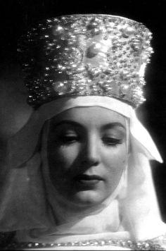 El monje blanco (1945) …. Gálata Orsina , Maria Félix