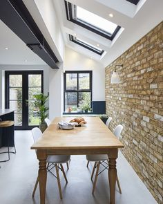 What's on your kitchen wish list. this built in window seat if definitely on mine 💙 . Kitchen Extension Side Return, House Extension Plans, House Extension Design, Side Extension, Extension Ideas, House Design, Victorian Terrace House, Victorian Kitchen, Open Plan Kitchen Dining Living