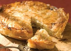 Moroccan Apple Pie: Tart apples sprinkled with cinnamon and sugar are nestled between layers of flaky phyllo pastry in this inexpensive dessert Phyllo Dough Recipes, Pastry Recipes, Cooking Recipes, Vegetarian Recipes, Apple Pie Recipes, Tart Recipes, Potato Recipes, Strudel, Pie Dessert