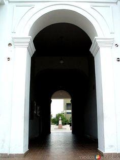 Entrada al Palacio Municipal.. Linares