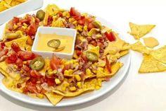 Nachos con salsa chedar