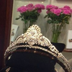 A diamond tiara necklace combination, 1930s, by Garrard. Later auctioned by Christie's in May 2013. Then subsequently hired out as a wedding tiara, see next pin.