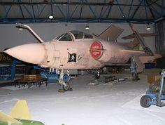 Blackburn Buccaneer S2B: britisches Tiefangriffsflugzeug von 1962 bis 1998 Blackburn Buccaneer, Air Force Aircraft, Nose Art, Royal Air Force, Military Aircraft, Fighter Jets, Diorama Ideas, Spacecraft, Airplanes