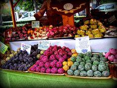 Snacking the Hungarian way: Kókuszgolyó http://www.budapestzin.com/2011/09/snacking-hungarian-way-kokuszgolyo.html