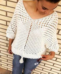 "e los creadores de. ""Hasta el 40 de mayo no te quites el sayo"" Llega ahora. Crochet Poncho Patterns, Crochet Cardigan, Crochet Shawl, Knitting Patterns Free, Crochet Stitches, Knit Crochet, Basket Weave Crochet, Crochet Woman, Crochet Clothes"