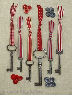 Vintage Keys and Red Ribbons. Styling and photography © Ingrid Henningsson for Of Spring and Summer. Ribbons by Jane Means. Skeleton Key Crafts, Old Key Crafts, Arts And Crafts, Skeleton Keys, Diy And Crafts, Vintage Keys Decor, Key Diy, Key Projects, Old Keys