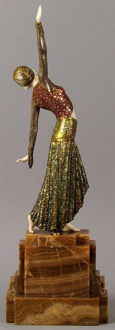 """Danseuse de Footsteps"" Art Deco sculpture by Demetre Chiparus. (Back view. Art Deco Decor, Art Deco Stil, Art Deco Design, Goldscheider, Art Nouveau, Art Deco Period, Art Deco Era, Statue Art, Erte Art"