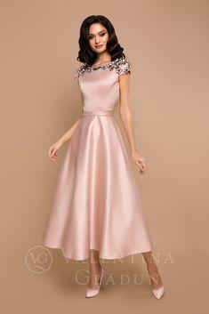 Girls Fashion Clothes, Fashion Dresses, Cute Dresses, Vintage Dresses, Simple Long Dress, Asian Wedding Dress Pakistani, Floral Embroidery Dress, Long Dress Design, Style Retro