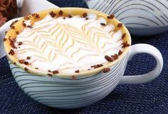 Nossa primeira receita para vocês! Estou pensando em um delicioso chocolate quente com doce de leite! O que acham?? Vamos lá! INGRED...