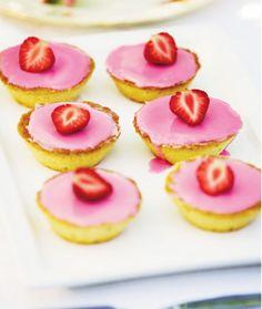 Strawberry bebes from http://www.maku.fi/resepti/mansikkabebet#axzz2ebpHCUDj