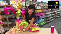 Centro de mesa con huacal✿(Shopkins). Shopkins, Spanish Projects, Projects To Try, Birthday Centerpieces, Balloon Decorations Party, Ideas Para Fiestas, How To Make Bows, Gift Baskets, Diy Gifts
