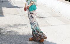 Look con pantalones palazzo. Look blusa aguamarina. A trendy life. #palazzopants #palazzoflowers #blusaaguamarina #details #trendy #chic #bolsogloriaortiz #baggloriaortiz #gloriaortiz #mango #outfit #fashionblogger #atrendylife www.atrendylifestyle.com