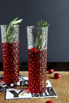 Delicious and seasonal Cranberry Bellinis! Unsweetened cranberry juice is combined with simple syrup and prosecco to make these create these festive cocktails. Prosecco and Raspberry Liqueur is also a great cocktail. New Years Eve Drinks, New Year's Drinks, Party Drinks, Fun Drinks, Yummy Drinks, Alcoholic Drinks, Beverages, Tea Party, Festive Cocktails