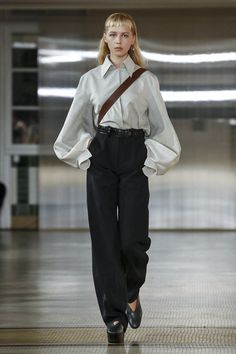 Christophe Lemaire and Sarah-Linh Tran have made a name for themselves designing casual yet utilitarian inspired ready-to-wear and this season was no different. This time around, the nonchalance wa...