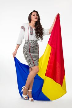 #romania #romaniangirl #loveromania🇷🇴🇷🇴🇷🇴 Romanian People, Romanian Girls, History Of Romania, Folk Costume, People Dress, Two By Two, Cover Up, Articles, Celebrities