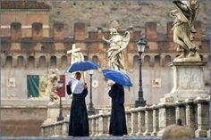 Ponte para o Castelo de St. Ângelo. Roma, Itália.
