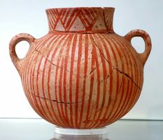 Vessel with red painted linear motifs, one of the oldest in the vaulted tombs. Crete, Lebena 3000 - 2100 BC Crete, Iraklion, AMI