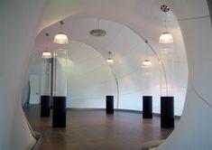 Wir Menschen reagieren positiv auf edle Materialien. In der textilen Architektur wirken Emotionen und Eindrücke auf uns, wenn Licht, Leichtigkeit und feinste Materialien aufeinander treffen.  Textile Lösungen von aeronautec erlauben das Spiel von Licht und Schatten und verdecken nur die Bereiche, die gewünscht sind. Individuell gestaltete Deckensegel optimieren die Akustik im Raum.  #innenarchitektur #textileinnenarchitektur #raumsegel #akustischwirksam #lichttechnisch #akustik #raumakustik Ceiling Lights, Lighting, Home Decor, Light And Shadow, Acoustic, Reunions, Game, People, Interior Designing