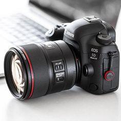 Always a sweet combo Canon 5D Mark IV 85mm f/1.4   Photo by @cameragearlust Camera Hacks, Camera Gear, Camera Tips, Best Canon Camera, Canon Lens, Canon Accessories, Camara Canon Eos, Camera Wallpaper, Cameras Nikon