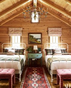 cabin decor Explore The Expansive Midwestern Getaway Photos Cabin Homes, Log Homes, Construction Chalet, Attic Rooms, Attic Bathroom, Retro Home Decor, Architectural Digest, Beautiful Bedrooms, Bedroom Decor