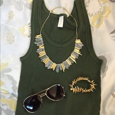 ✨NIB Stella and Dot Rebel Stone Statement Necklace ✨NIB Stella and Dot Rebel Stone Statement Necklace. Adjustable chain. Great statement piece. Can be worn casual or dressy. No trades; no pp; no offers. Lowest listed Stella & Dot Jewelry Necklaces