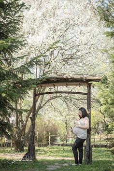 Spring maternity photo session