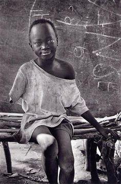 The Natinga School camp for displaced Sudanese, Southern Sudan, 1995.  [Credit : Sebastião Salgado]