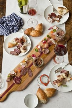 casual alfresco dining...a little taste of all things scrumptious plus organic aged wine...YUMMM!