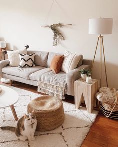 31 Genius Small Living Room Design Ideas Home Beige Living Rooms, Boho Living Room, Home And Living, Simple Living Room Decor, Living Room With Plants, Living Room Lamps, Living Room Stools, Kitchen Living, Room Chairs